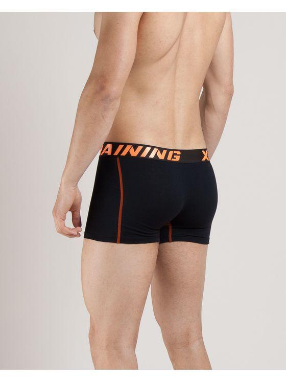 Черно-оранжеви мъжки боксерки 0742 на модел отзад