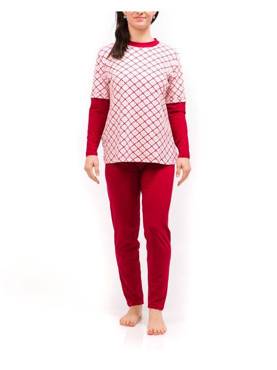 Класическа дамска пижама 2035 на модел отпред
